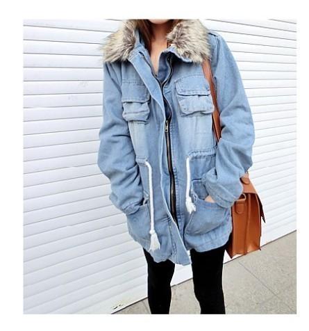 毛绒天蓝色外套搭配图片