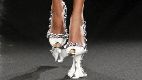 网友后夏白分享足尖的舞蹈:设计师的灵感来自花盆底鞋
