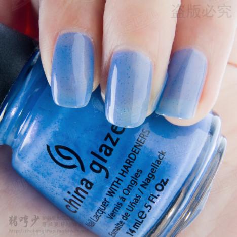 淡蓝指甲油搭配图片