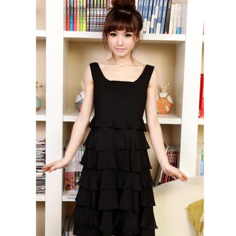 蕾丝连衣小黑裙搭配图片