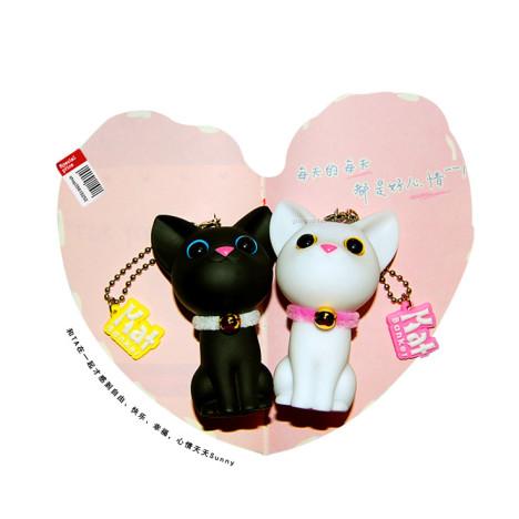 【图】网友推荐单品:凯特猫钥匙链 可爱黑白猫咪情侣.