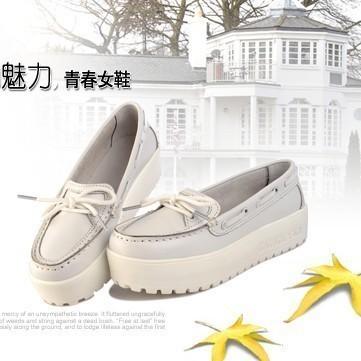 松糕小白鞋女搭配图片