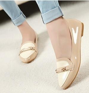 女生复古皮鞋搭配图片