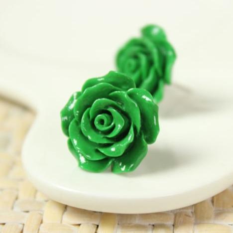 花形状耳环搭配图片