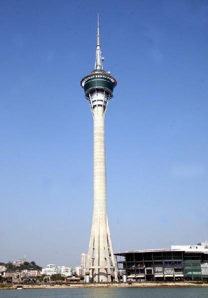 它也是超越巴黎埃菲尔铁塔的东南亚最高观光钢塔