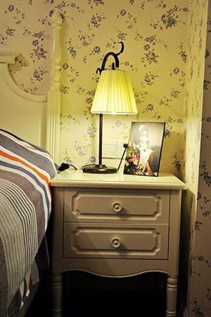 隔断开来的想法.   卧室的进门处设计了一个大型的衣柜,里面