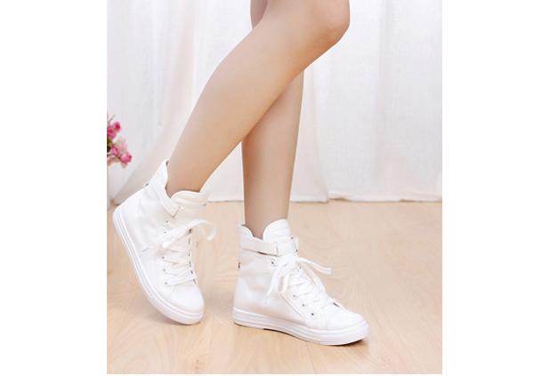 边脚有花纹纯白色背景图片