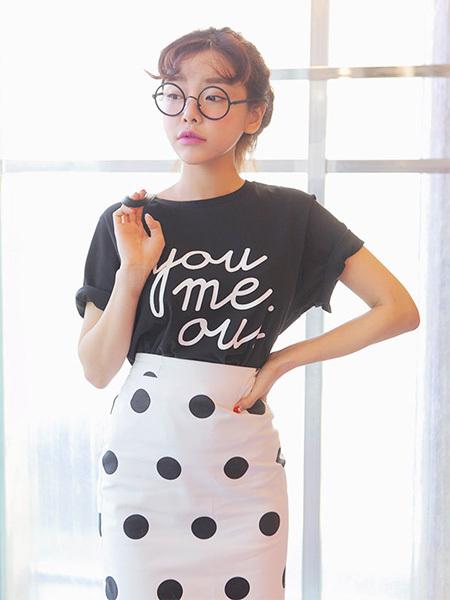 短袖  衣長:常規款(55-65cm)  版型:寬松  元素:字母,印花 尺碼對照表圖片