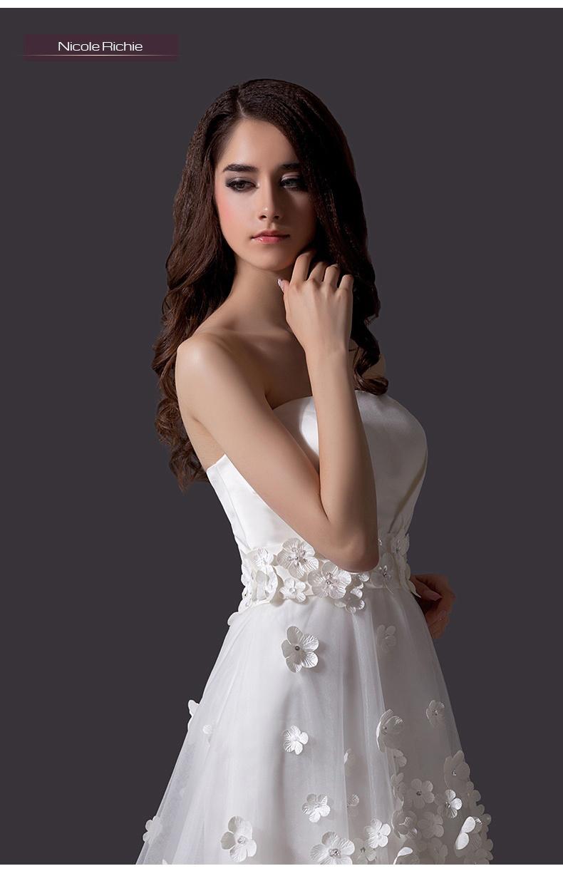 可爱公主抹胸手工花朵小拖尾婚纱