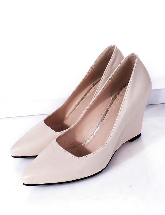 小公主 尖头坡跟浅口单鞋