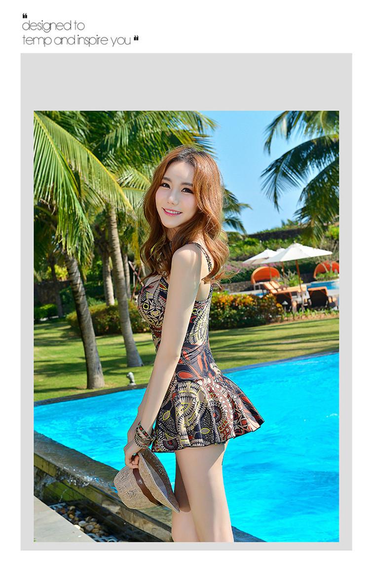 巴厘岛海边度假男沙滩裤女泳衣