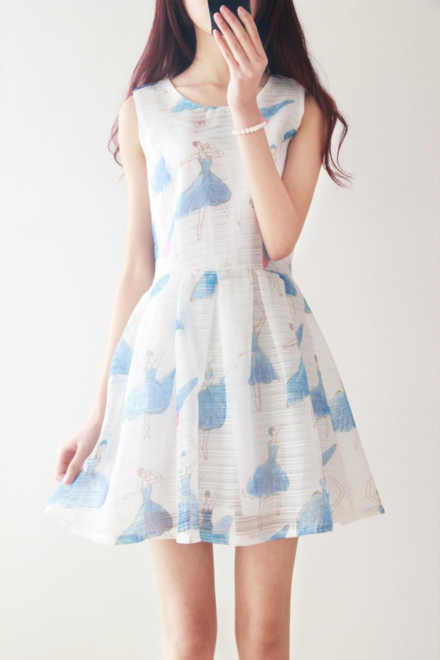小清新连衣裙哦,印花跳舞的小女孩非常可爱哦.