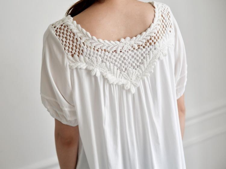 【镂空领口花边上衣】-衣服-t恤