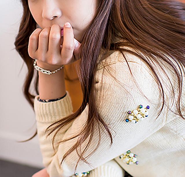 【韩版钉珠小梅花图案圆领套头复古毛衣】-衣服-针织