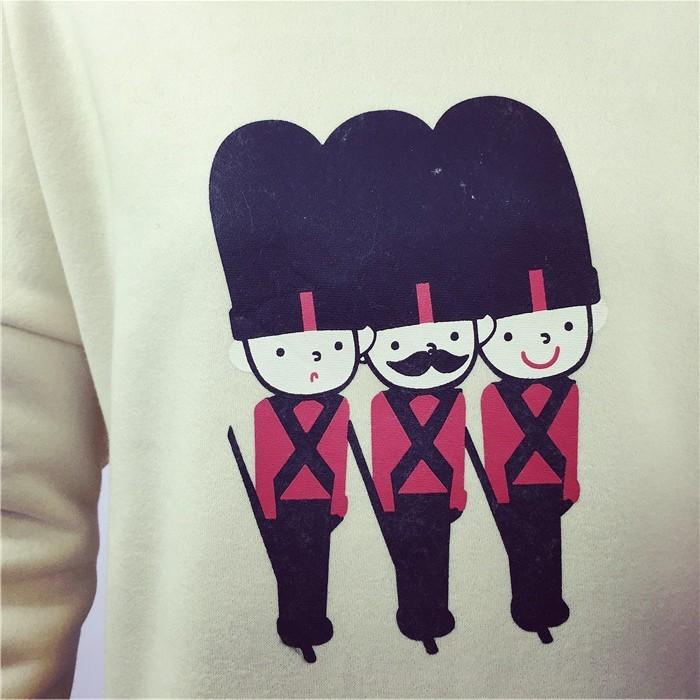 韩版卡通小士兵套头卫衣图片