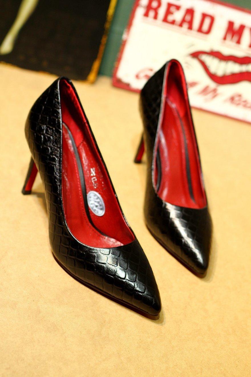 欧美时尚百搭尖头蛇纹头层牛皮高跟女鞋