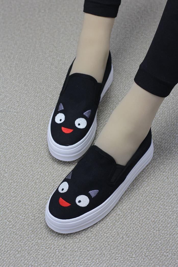 卡通可爱女生帆布鞋