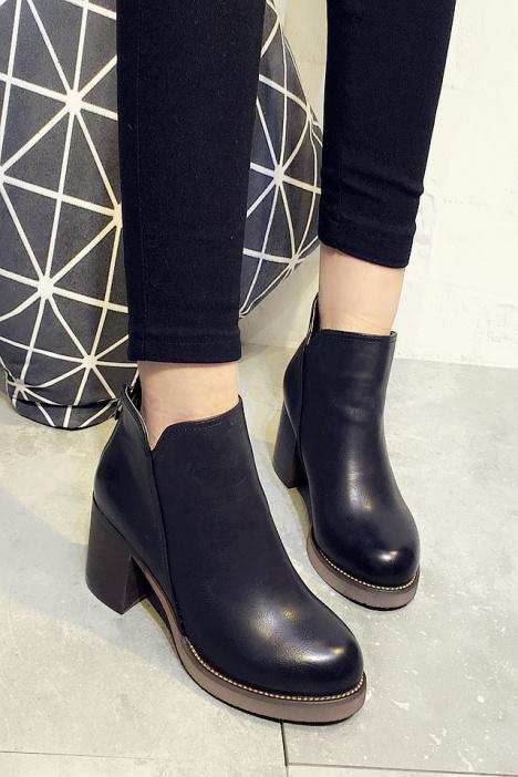 短靴,靴子,高跟短靴,粗跟鞋,圆头鞋