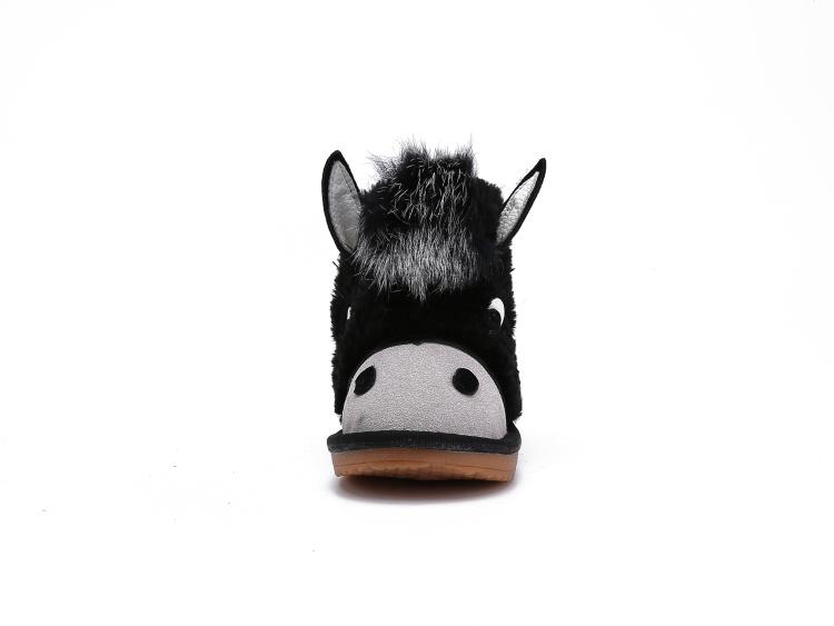 有小动物的雪地鞋