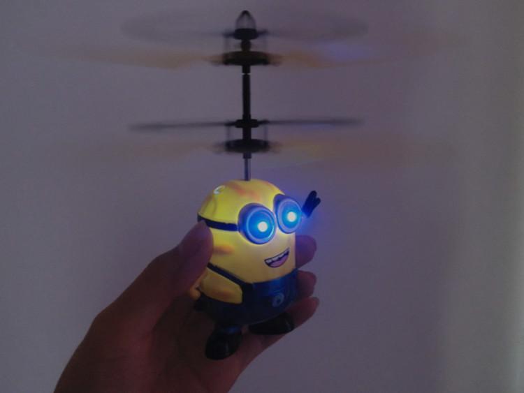 【新款儿童感应玩具悬浮飞行器超萌小黄人直升飞机】