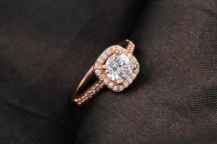 手饰锆石镀金戒指圆角正方形镶钻戒指