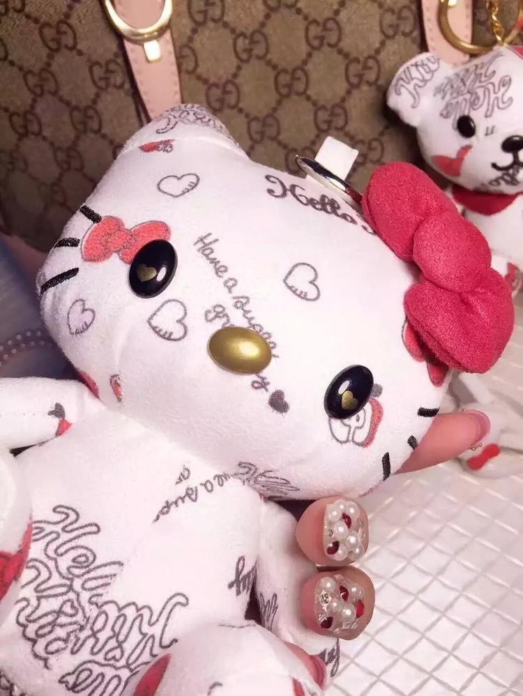 新款布娃娃可爱卡通迷你移动电源三星小米苹果手机通用型充电宝女
