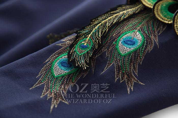 奥芝国 精工刺绣孔雀翎 立体装饰 3色 加绒 圆领套头卫衣