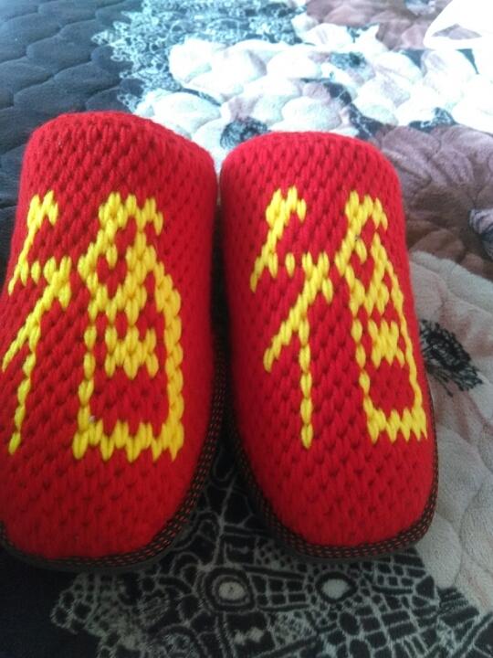 纯手工钩织的毛线拖鞋