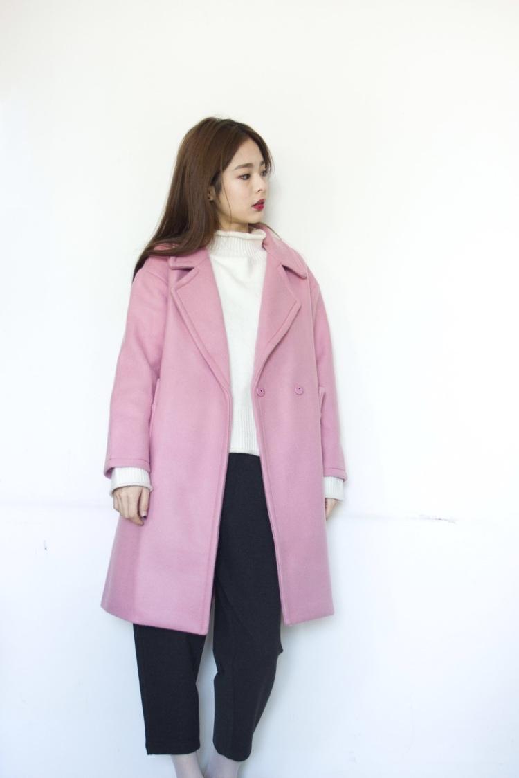 粉红色大衣如何搭配_粉色毛呢大衣搭配什么颜色围巾或者围脖好看?