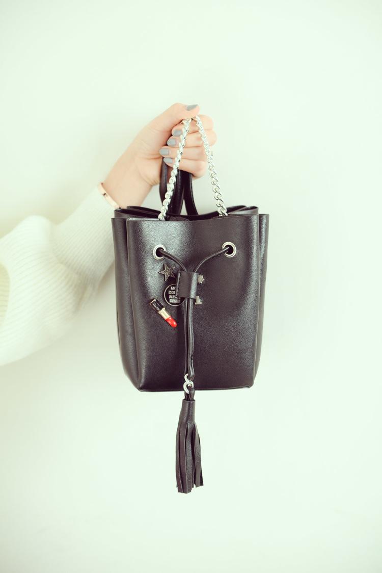 【韩国个性徽章铆钉链条流苏斜挎水桶包】-包包-箱包