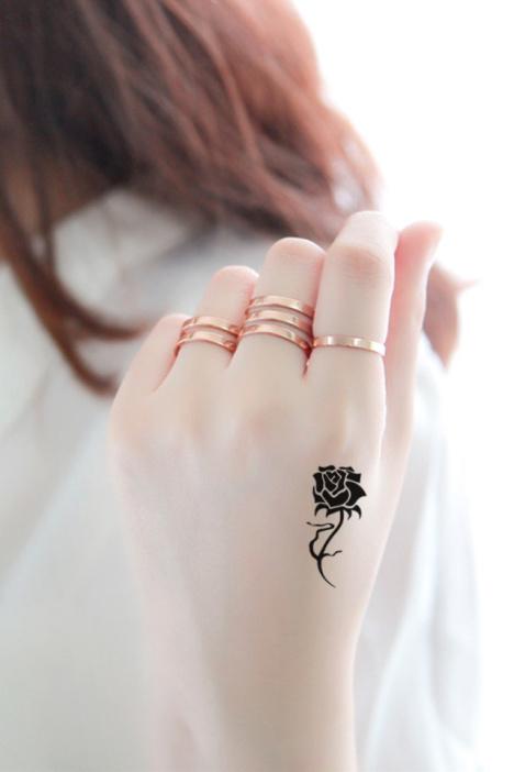 【【拍1发2】虎口玫瑰花防水纹身贴纸】-配饰-配饰