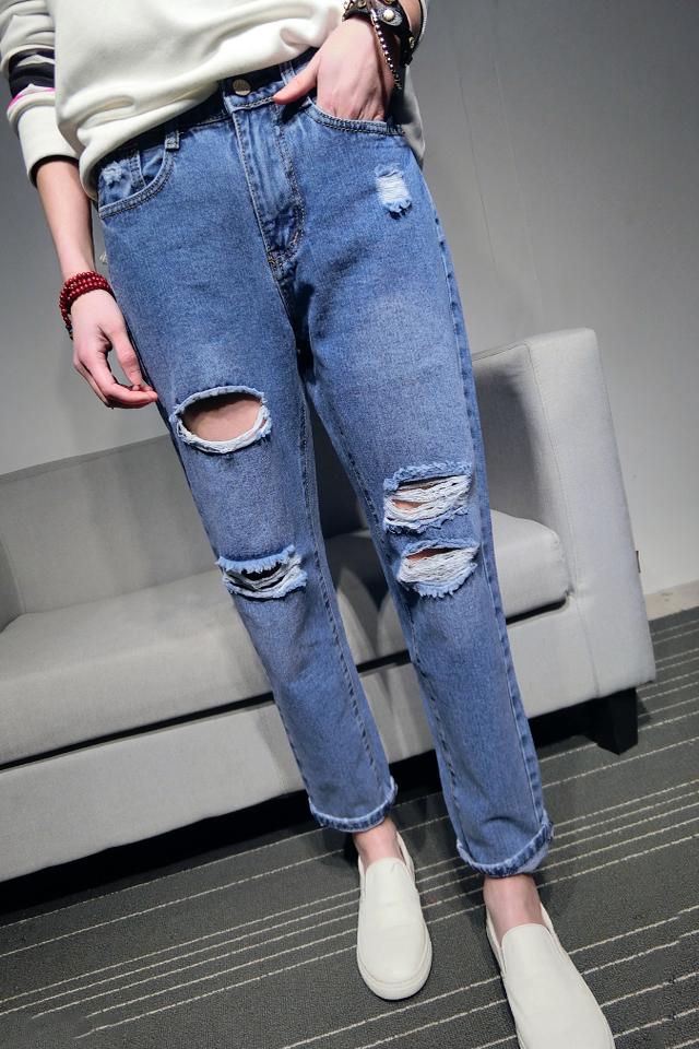 如何欣赏满是破洞的牛仔裤?